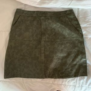 Mint Vanilla Green faux leather skirt - LF store